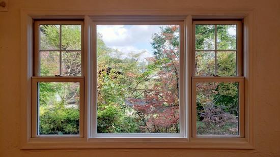 輸入デザインの別荘の窓